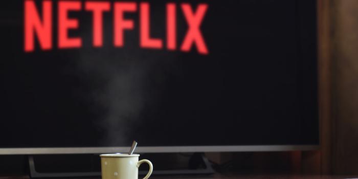 Amazon Prime Instant Videos VS Netflix - Side by Side Comparison